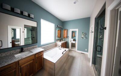 Sådan får du plads til det hele på et lille badeværelse